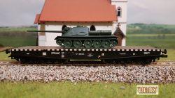 Vagon platforma 6 osii tip NTIISDFF, CFR, incarcat cu tanc SU-100